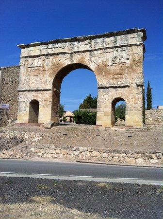 Medinaceli, Spanyol: l'arco romano