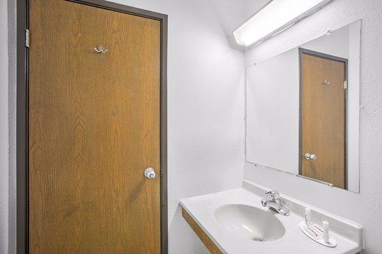 Ticonderoga, estado de Nueva York: Standard Bathroom
