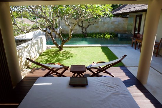 The Bale: Outdoor lounge area