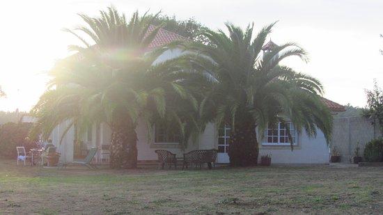 O Pino, España: La casa y su amplio jardín