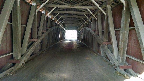 Strasburg, Πενσυλβάνια: Inside one of the bridges