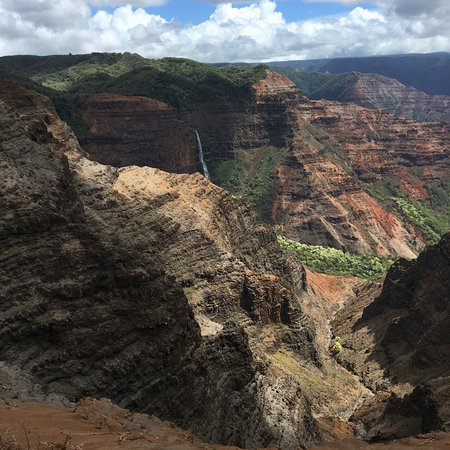 Waimea Canyon: Overlooking the canyon...notice the waterfall in the background