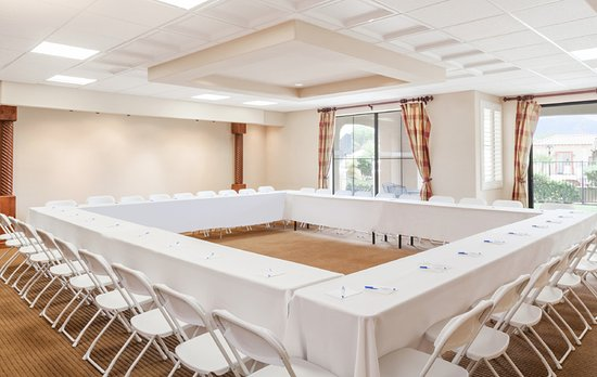 Green Valley, AZ: Flexible meeting room overlooking the Santa Rita Mountains