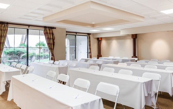Green Valley, AZ: Our golf resort has event space for up to 100 people