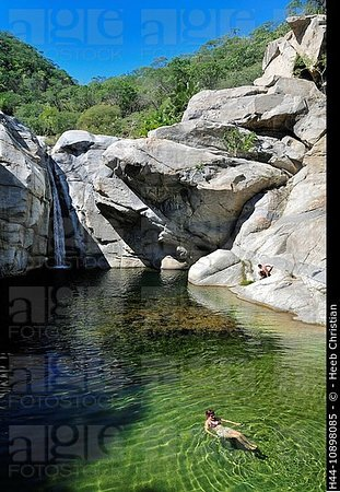 Rancho Ecologico Sol de Mayo: waterfall and swiming pool in the granite boulders