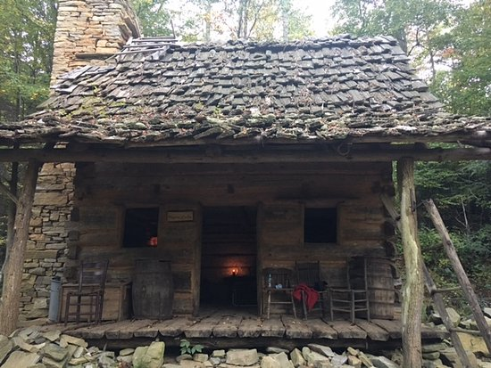 Boone, Caroline du Nord : The Rogers Cabin; built in memory of the original land owners