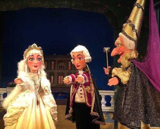 Le mariage de cendrillon picture of les marionnettes du for Buvette des marionnettes du jardin du luxembourg