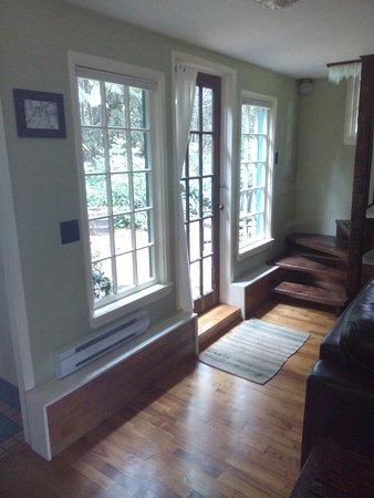 Courtenay, Canada: Applewood Cottage - windows