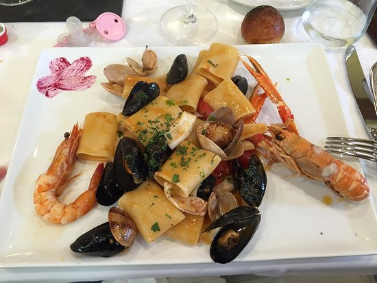Castrocielo, อิตาลี: il primo di mare , paccheri con sapori di mare , leggermente crudo e con poco sapore