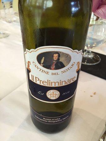 Castrocielo, Italia: buon vino però con prezzo molto più alto della media , rincaro eccessivo per un ristorante