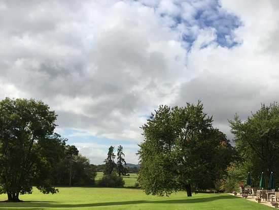 Alderminster, UK: View over lawns
