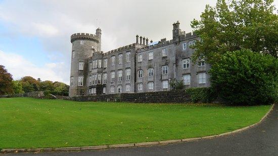 Newmarket-on-Fergus, Ireland: castle approach
