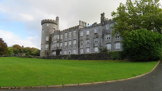Newmarket-on-Fergus, Irland: castle approach