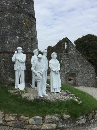 St Austell, UK: Statue at the entrance