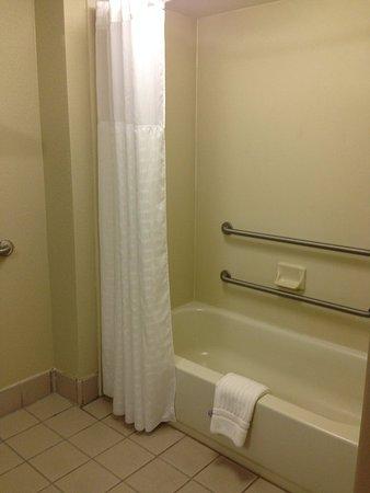 Carneys Point, NJ: Accessible Bathroom