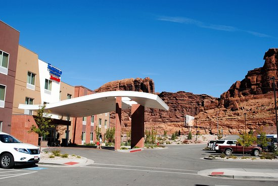 Entrance, with Arches National Park in the background.
