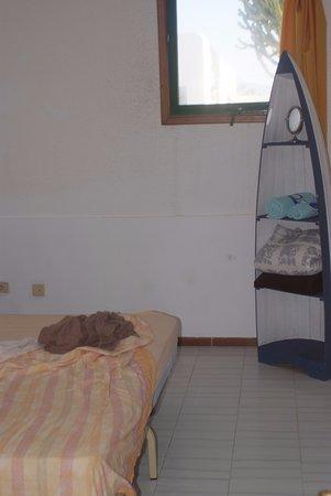 Poris de Abona, Hiszpania: simple and plain room - bathroom is to share...