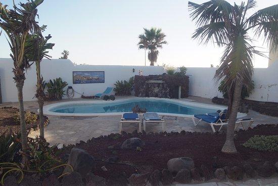 Poris de Abona, Hiszpania: small pool by the entrance/patio