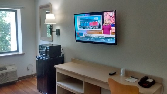 Motel 6 Norcross: Desk and large wall-mounted flat screen TV. (Great cable choices too.)