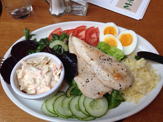 Castlewellan, UK: Chicken salad and the interior