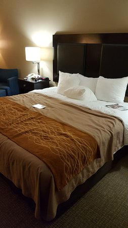 Seguin, TX: King size bed