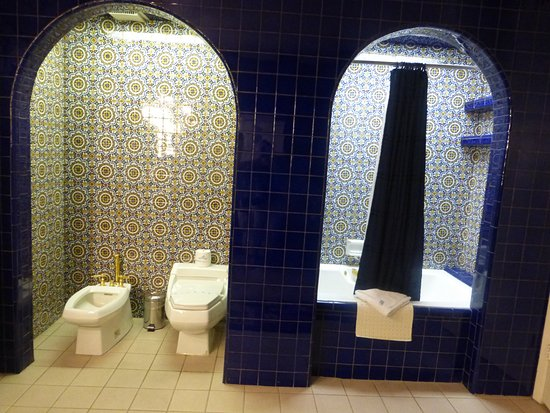 El Rancho Hotel & Motel: Love the blue tile!