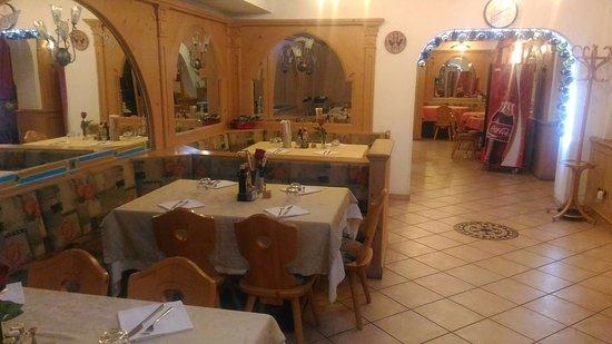 Pera di Fassa, Włochy: Bello locale ristorante indiano