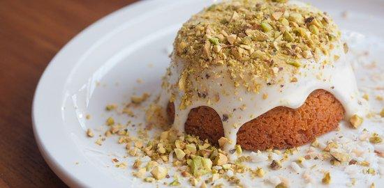 Aurora, كندا: Levetto Chef Shahir Massoud's Famous Coconut Cake