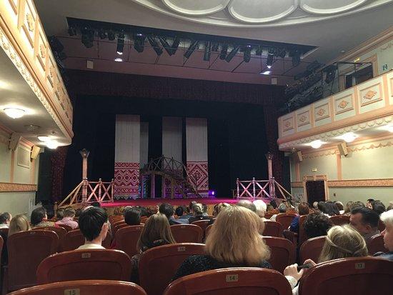 "Noginsk, Rusia: Перед спектаклем ""За двумя зайцами"""