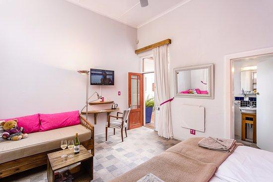 GUBAS DE HOEK meet eat sleep: Comfort room 1