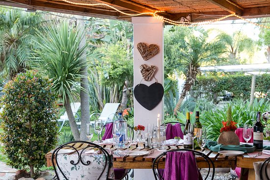 GUBAS DE HOEK meet eat sleep: Dinner im Garten