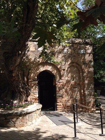 Meryemana (The Virgin Mary's House): A capela onde foi a casa de Nossa Senhora.