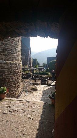 Alken, Germania: Binnenplaats