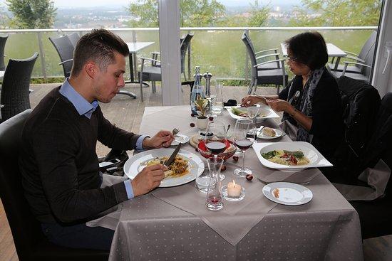 Homburg, Alemania: Hotel Schlossberg, Restaurant Vauban. Grande salle de restaurant.