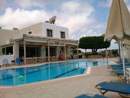 Lofos Apartments: heerlijk zwembad met bar
