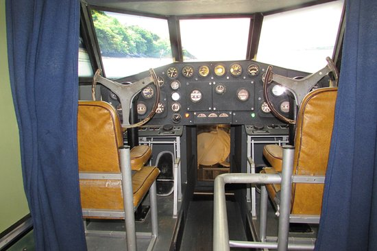Foynes, ไอร์แลนด์: cockpit -- note the 'chairs'