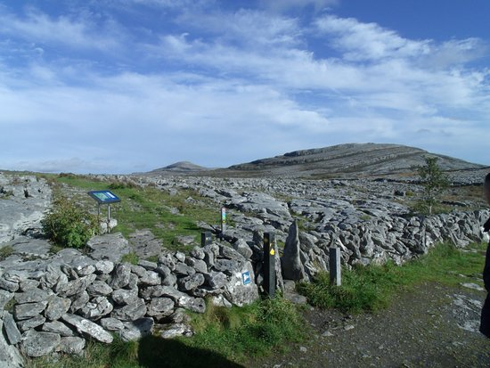 Kilfenora, Ирландия: Walking through the stones