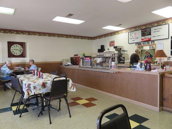 Interior - Linda's Cafe in Madisonville TN