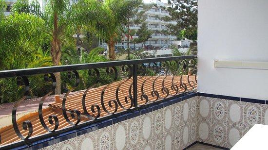 Rey Carlos: Balcon avec table et chaises