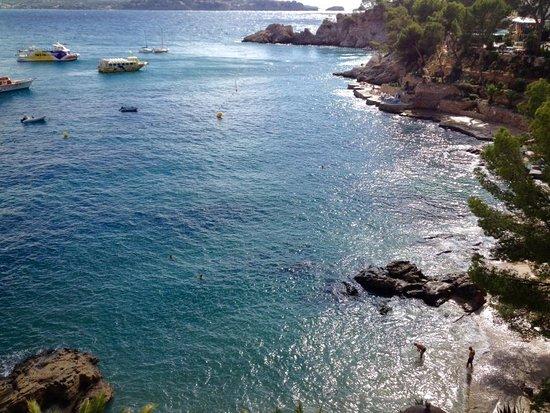 Hotel Cala Fornells: Bugten, strand snorkleområde og liggestole