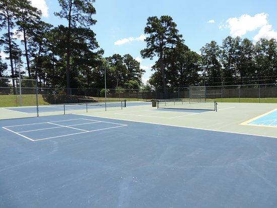 Lake Hamilton, AR: Tennis, shuffleboard, pickle ball