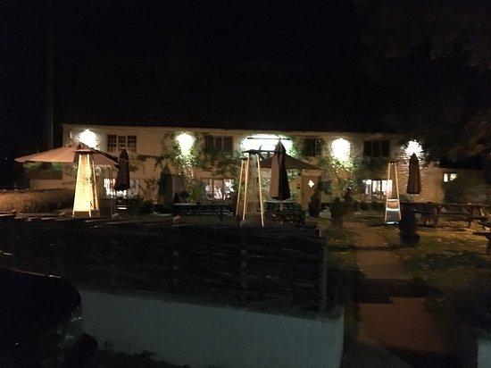 Thornham, UK: Front of pub