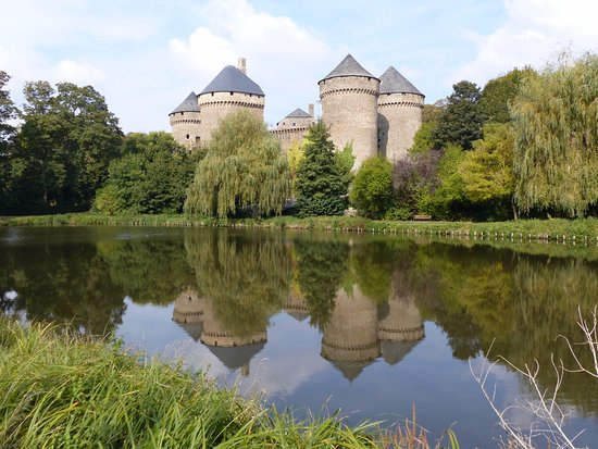 Mayenne, فرنسا: effet de miroir