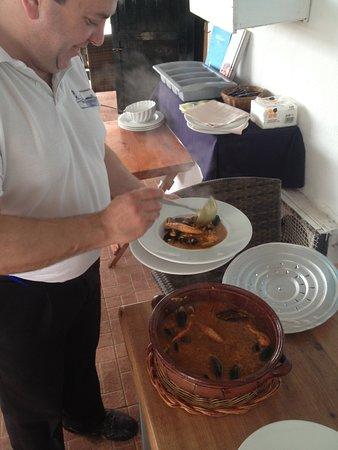 Binibeca, Spagna: Cazuela de arroz caldoso, después de reposar unos minutos, nos fué servida.