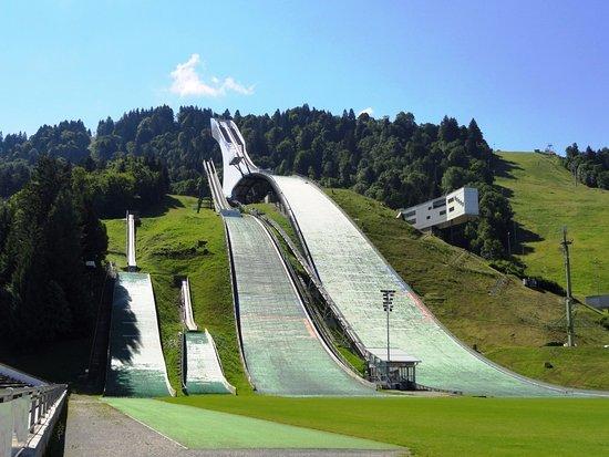 zarte Farben Genießen Sie kostenlosen Versand auf Lager Rampa de ski em Garmisch-Partenkirchen - Picture of ...