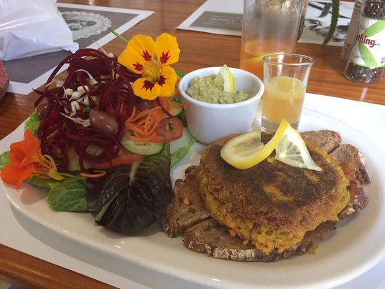 Swellendam, Sudáfrica: The minute I walked in I could smell the goodness and feel the love. I had the Turmeric burger w