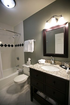 The Century House, an Ascend Collection Hotel: Bathroom in 2 BR Apartment
