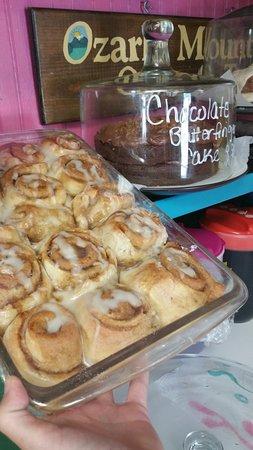 Republic, มิสซูรี่: Homemade Cinnamon rolls EVERYDAY