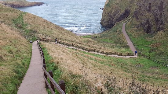 Stonehaven, UK: Staircase down and up to the entrance