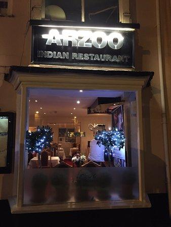 Arzoo: يعتبر هذا المطعم من افضل المطاعم الهندية ويوجد لديهم اكل حلال علي كلام النادل وبالنسبه للاستقبال
